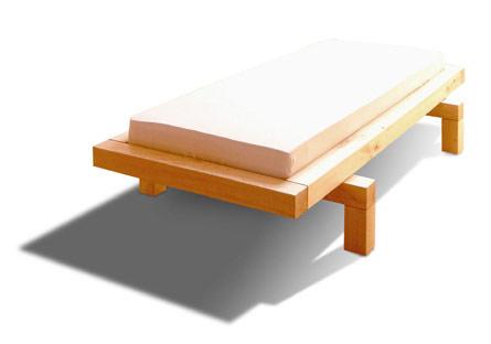 Design- Bett, Massivholz Pappel